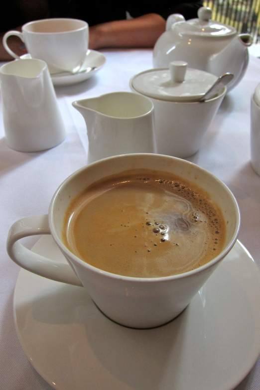 The set lunch includes coffee or tea - served with warm milk, a nice touch. Noe every restaurant does it...