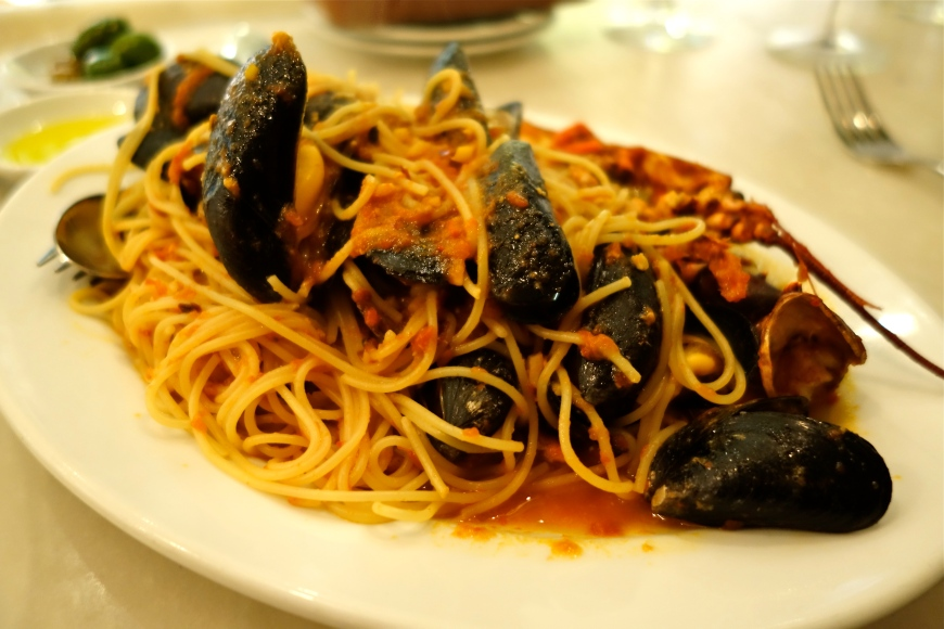 Spaghettini with 1/2 lobster, mussels & ginger (Large) GBP 25